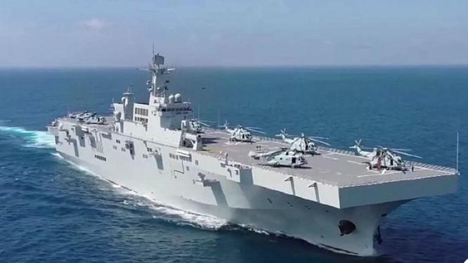Tàu tấn công đổ bộ Hải Nam vừa được biên chế cho Hạm đội Nam Hải (Ảnh: Đa Chiều).
