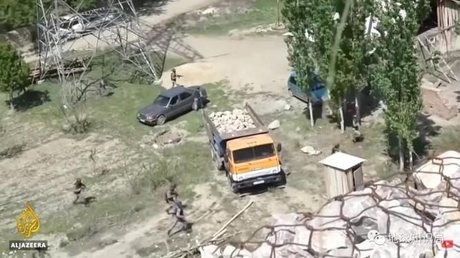 Từ xích mích nhỏ do lắp camera trên cột điện biên giới đã gây nên vụ xung đột khiến hàng trăm người của hai nước thương vong (Ảnh: Al Jazeera).