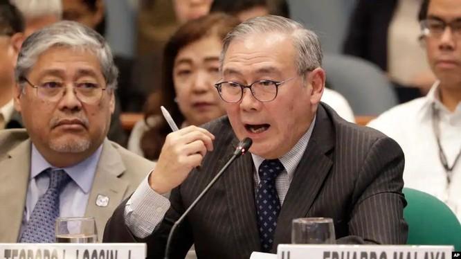 Ngoại trưởng Philippines Locsin gần đây tỏ ra gay gắt hiếm thấy với Trung Quốc trong vấn đề tranh chấp trên biển (Ảnh: AP).