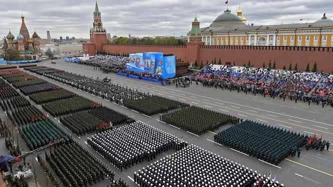 Quảng trường Đỏ trước khi Lễ duyệt binh bắt đầu (Ảnh: Sputnik).
