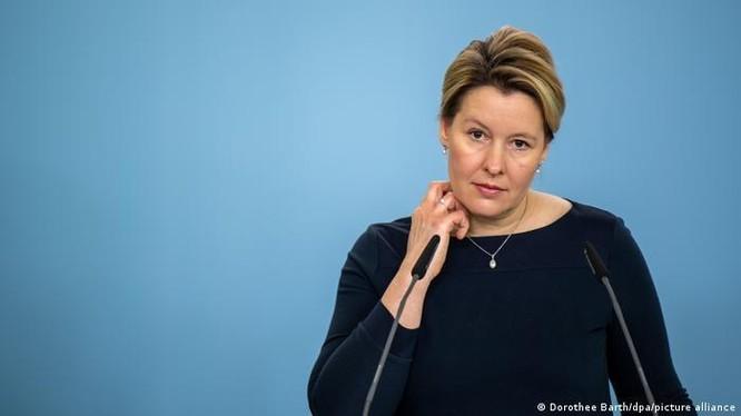 Bà Bộ trưởng Gia đình Đức Franziska Giffey xin từ chức vì dính nghi án đạo văn (Ảnh: Deutsche Welle).