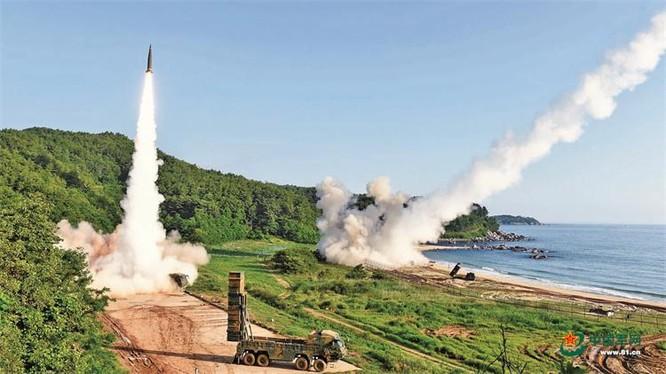 Quân đội Hàn Quốc phóng thử tên lửa Hyunmoo-2 có tầm bắn 300km (Ảnh: 81.cn).