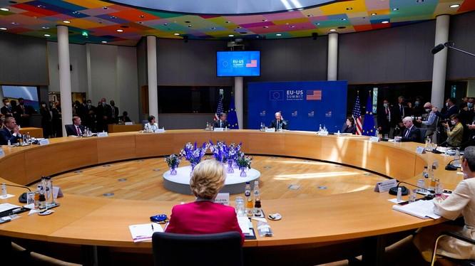 Hội nghị thượng đỉnh Mỹ - EU họp ngày 15/6 ra Tuyên bố chung chỉ trích Trung Quốc dữ dội (Ảnh: AP).