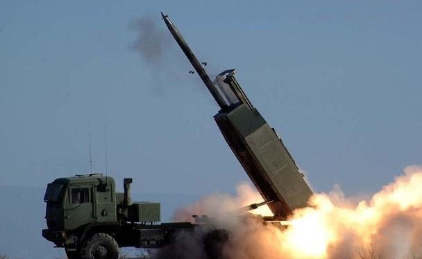Hệ thống tên lửa phóng loạt đa nòng M142 nằm trong số vũ khí được Mỹ giao cho Đài Loan lần này (Ảnh: Đông Phương).