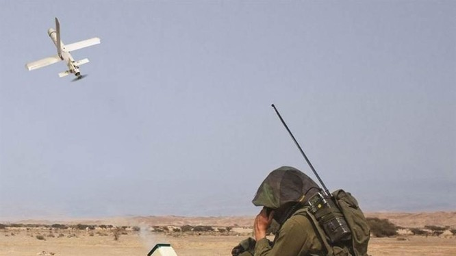 Quả đạn Alpagu được một binh sĩ phóng và điều khiển tìm diệt mục tiêu (Ảnh: STM).