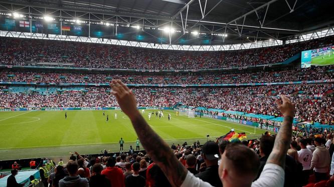 WHO lo ngại giải EURO2020 sẽ là lỗ hổng lớn khiến dịch COVID-19 tái bùng phát ở châu Âu (Ảnh: Reuters).