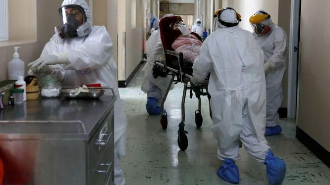 Cấp cứu bệnh nhân nhiễm biến chủng Lambda ở Bogota, Colombia (Ảnh: FT).