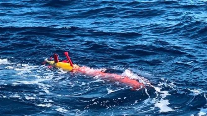 Tàu ngầm không người lái Hải Kình-2000 được thử nghiệm trên biển (Ảnh: SCMP).