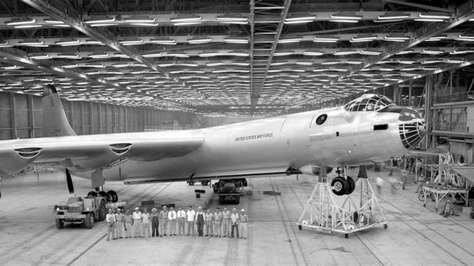 Chiếc B-36 và phi hành đoàn 16 thành viên (Ảnh: chinatimes).