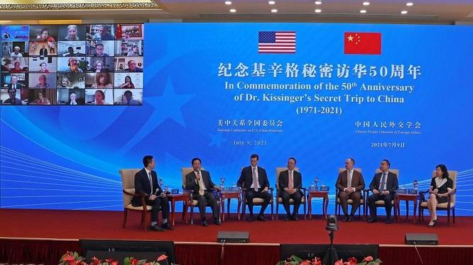 Bộ Ngoại giao Trung Quốc và Ủy ban quan hệ Mỹ - Trung tổ chức kỷ niệm trọng thể 50 năm chuyến đi bí mật của Kissinger tới Bắc Kinh (Ảnh: Dwnews).