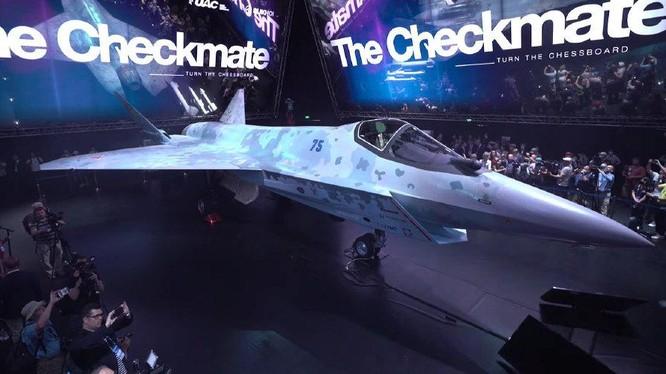 Ngày 20/7, bản mẫu chiếc máy bay chiến đấu tàng hình thế hệ 5 của Nga đã lộ diện (Ảnh: Đông Phương)