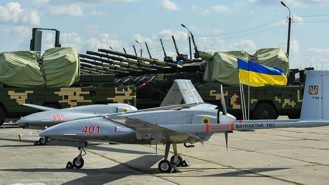 Những chiếc máy bay không người lái Bayraktar TB2 đầu tiên của Thổ Nhĩ Kỳ đã được chuyển giao cho Ukraine (Ảnh: IFeng).