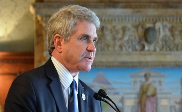 Hạ nghị sĩ Đảng Cộng hòa Mỹ Mike McCaul trình bày bản báo cáo về nguồn gốc SARS-CoV-2 tại Ủy ban Đối ngoại Hạ nghị viện (Ảnh: Đông Phương).