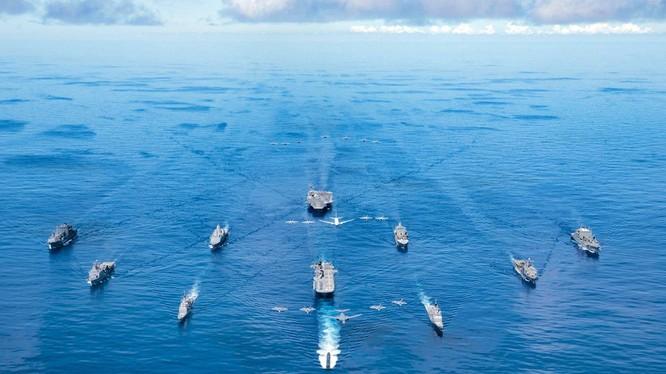 Cuộc tập trận Malabar 2020 của Hải quân 4 nước Đối thoại an ninh Bộ Tứ trên Biển Đông năm 2020 (Ảnh: USNavy).