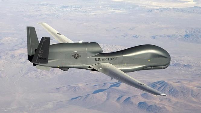 UAV trinh sát đắt tiền RQ-4 Global Hawk của Mỹ (Ảnh: USAirforce).