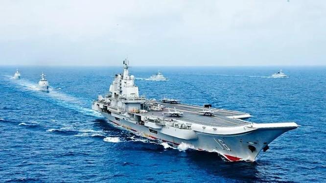Tàu sân bay Sơn Đông cùng gần 30 tàu mặt nước khác đang tham gia cuộc tập trận lớn trên Biển Đông (Ảnh: Singtao).
