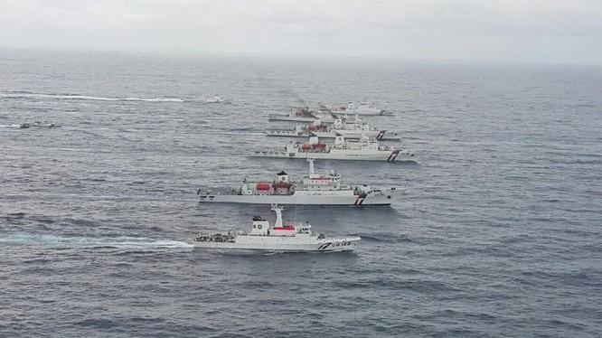 Lần đầu tiên các tàu của cảnh sát biển Mỹ và Đài Loan tổ chức tập trận chung trên biển ngoài khơi Đài Loan (Ảnh: Yahoo).