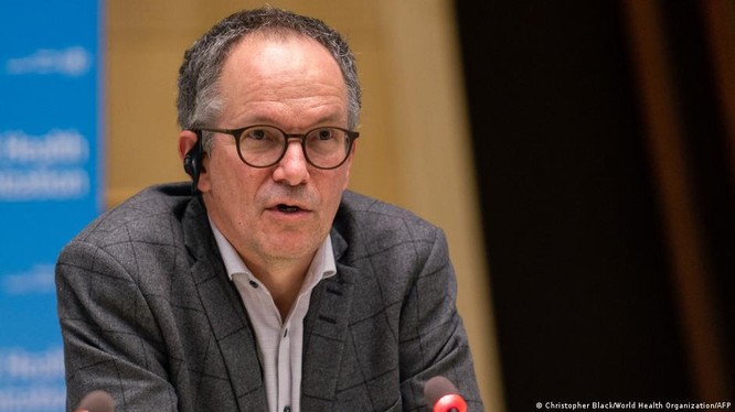 Ông Peter Ben Embarek, Trưởng nhóm điều tra quốc tế của WHO tiết lộ các chuyên gia WHO và Trung Quốc đã bất đồng sâu sắc về khả năng virus rò rỉ và nhóm điều tra không được tham khảo tài liệu của Trung Quốc (Ảnh: Deutsche Welle).