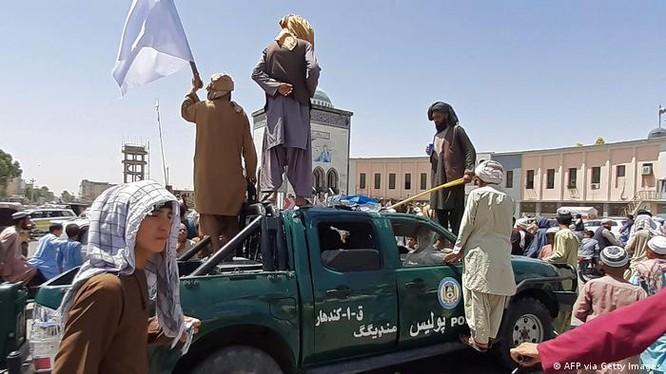 Taliban chiếm được Kandahar, thành phố lơnd thứ hai của Afghanistan (Ảnh: Deutsche Welle).