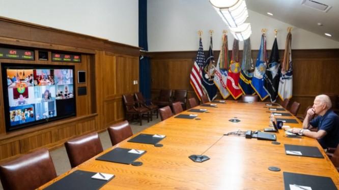 Tổng thống Mỹ Joe Biden họp với Hội đồng An ninh Quốc gia về tình hình Afghanistan khi đi nghỉ tại Trại David (Ảnh: Đông Phương).