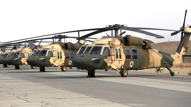 Các máy bay trực thăng UH-60 Black Hawk mới nhận của Mỹ bị Taliban thu giữ (Ảnh: Jsxw).