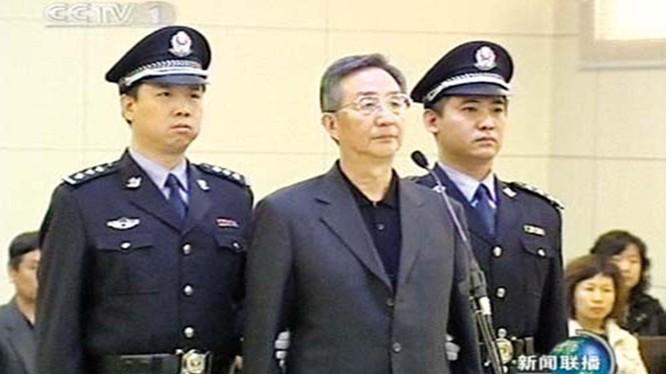 Bí thư Thượng Hải Trần Lương Vũ bị đưa ra xét xử và nhận án 18 năm tù năm 2008 (Ảnh: Deutsche Welle).