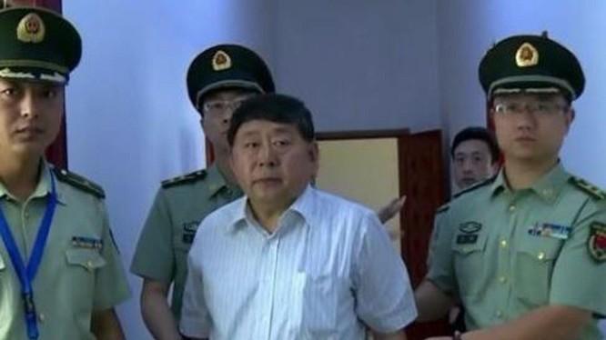Cốc Tuấn Sơn, Trung tướng, Phó Chủ nhiệm Tổng bộ Hậu cần, quan tham dâng con cho sếp để tiến thân khi bị bắt (Ảnh: Dwnews).