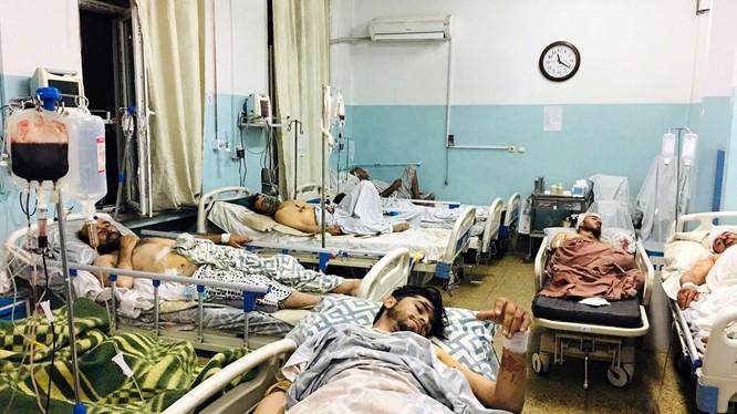 Các nạn nhân bị thương trong vụ đánh bom khủng bố đang điều trị trong bệnh viện (Ảnh: AP).
