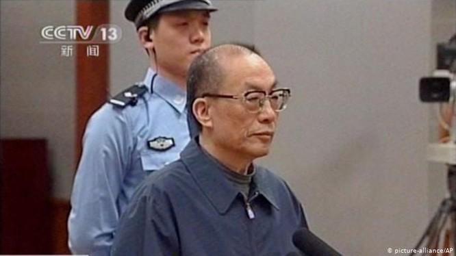 Lưu Chí Quân bị xét xử trước Tòa án Bắc Kinh (Ảnh: CCTV).