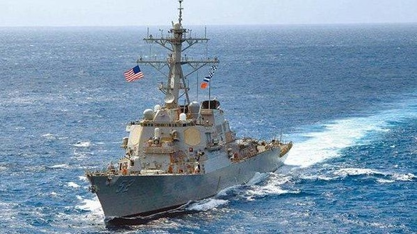 Taù chiến Mỹ thường xuyên thực hiện tự do hàng hải trên Biển Đông, áp sát các đảo nhân tạo Trung Quốc bồi đắp tôn tạo trái phép (Ảnh: US Navy)