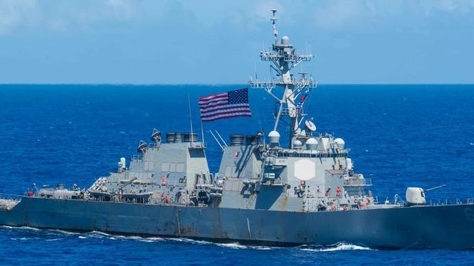 Ngày 8/9, tàu USS Benford của Mỹ đã tiến hành tự do hàng hải bên trong vùng nước 12 hải lý đá Vành Khăn, thách thức Trung Quốc (Ảnh: Đông Phương).