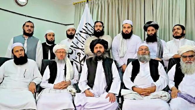 Một số thành viên chính trong chính phủ lâm thời Afghanistan (Ảnh: Đông Phương).