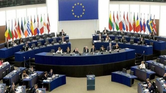 Ngày 16/9, Nghị viện Châu Âu biểu quyết thông qua với đa số áp đảo Báo cáo Chiến lược Châu Âu - Trung Quốc mới với nhiều nội dung cứng rắn nhằm vào Trung Quốc (Ảnh: Dwnews).