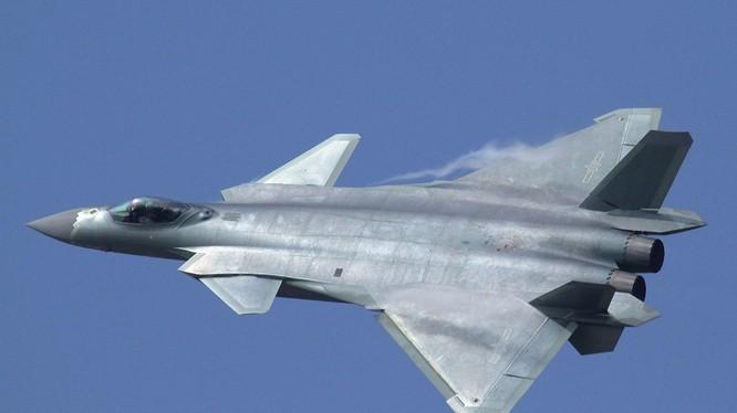 Máy bay chiến đấu tàng hình J-20 của Trung Quốc (Ảnh: Wikipedia).