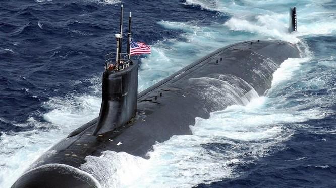 Chiếc USS Connecticut (SSN-22) phải nổi lên di chuyển về Guam sau khi bị đâm va (Ảnh: Guancha).