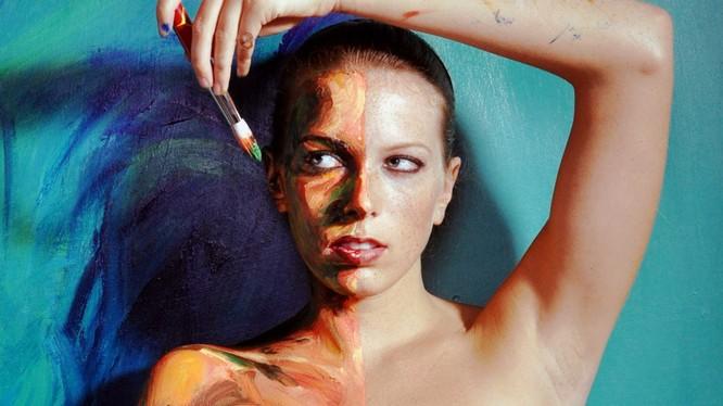 """Triết lý của cô Alexa Meade là: """"Cơ thể của bạn là vải vẽ của tôi."""" Nguồn: TED"""
