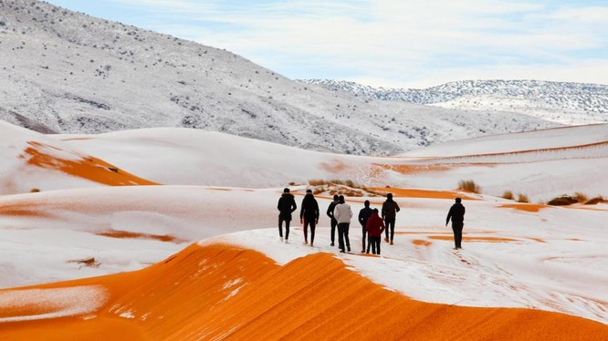 Năm 2016, cư dân bản địa đã nhìn thấy tuyết rơi tại sa mạc Sahara. Nguồn: RT