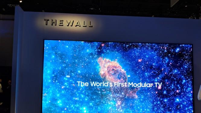 """Mẫu TV """"The Wall"""" được Samsung giới thiệu tại CES 2018 là TV màn hình MicroLED đầu tiên trên thế giới. (Nguồn: Tech We Like)"""