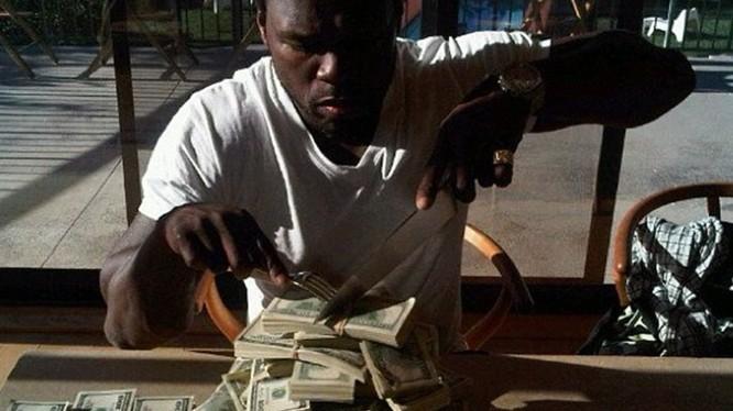 50 Cent, tên thật của anh là Curtis James Jackson III thành danh từ đầu những năm 2000 nhưng đã phải tuyên bố phá sản vì thói quen tiêu tiền hoang phí. Nguồn: TMZ