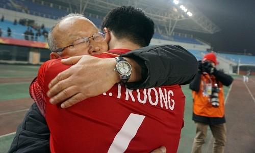 Đội trưởng Xuân Trường thi đấu điềm tĩnh đúng với vai trò thủ lĩnh trên sân của U-23 Việt Nam