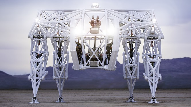 Chỉ cần một người để vận hành robot khổng lồ Prosthesis. Nguồn: Prosthesis Mech Racing