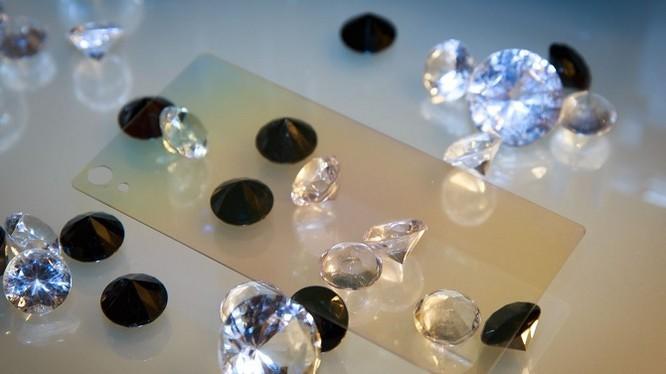 Màn hình kim cương có độ bền và độ cứng gấp nhiều lần các loại màn hình thông thường. Nguồn: CNET