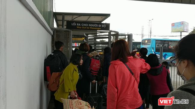 Người dân trở lại Hà Nội sau kỳ nghỉ Tết dài ngày