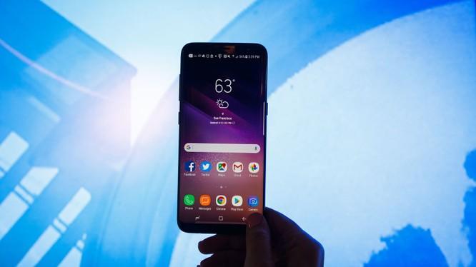 Galaxy S9 với nhiều cải tiến đáng giá có đủ khả năng để soán ngôi iPhone X. Nguồn: CNET