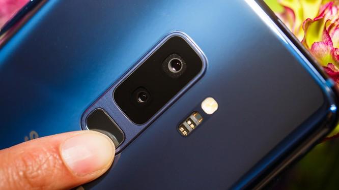Samsung đã lắng nghe người dùng và thay đổi vị trí cảm biến vân tay. Nguồn: CNET