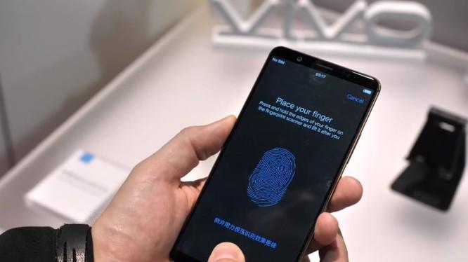Công nghệ cảm biến vân tay nhúng trong màn hình chỉ tương thích với màn sản xuất trên tấm nền AMOLED. Nguồn: MobileNewsMag
