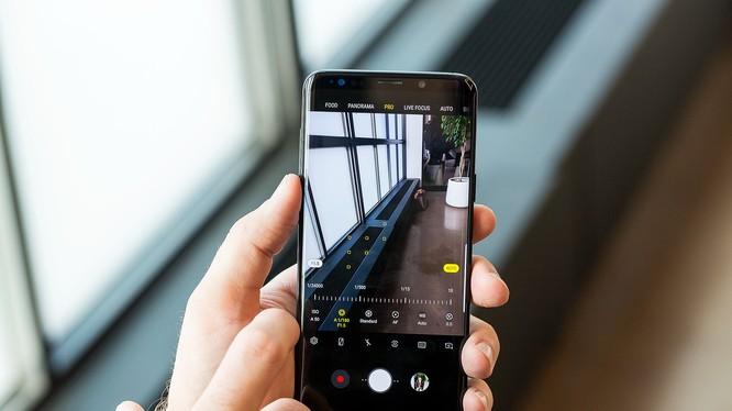 Galaxy S9+ sở hữu nhiều nâng cấp đáng giá mà nổi bật nhất là khả năng chụp ảnh. Nguồn: The Verge