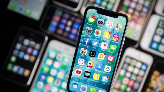 OLED nói chung và AMOLED nói riêng là công nghệ màn hình đang được sử dụng trên nhiều mẫu smartphone hiện nay. Nguồn: TechSpot
