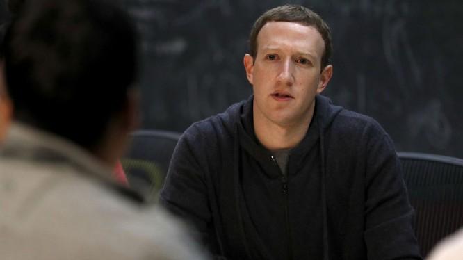 CEO Mark Zuckerberg sắp phản hồi về khủng hoảng của Facebook. Nguồn: LA Times