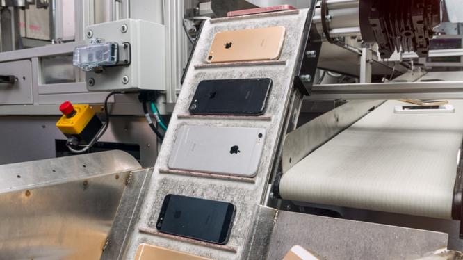 Cứ mỗi 100.000 chiếc iPhone được tái chế, Apple thu lại được 1900 kg nhôm; 0,97kg vàng; 7,5 kg bạc; 710 kg đồng và một khối lượng lớn các nguyên tố hiếm khác. Nguồn: Fores